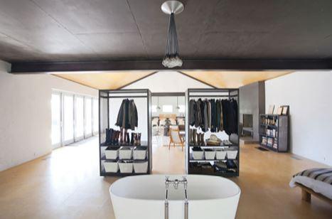 O quarto com um camarim duplo e uma banheira! Retrofit pelo mundo