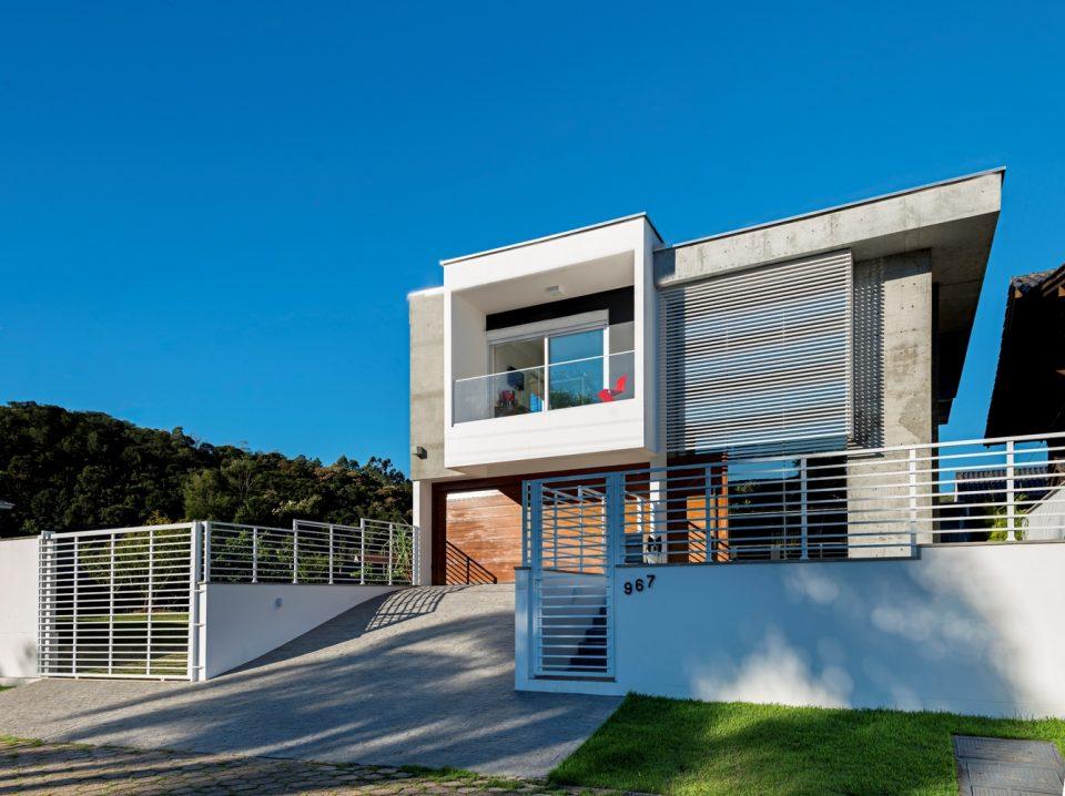 Casa J / PJV Arquitetura. Brasil (colaboração Projeto Estrutural Online) Foto: Alexandre Zelinski