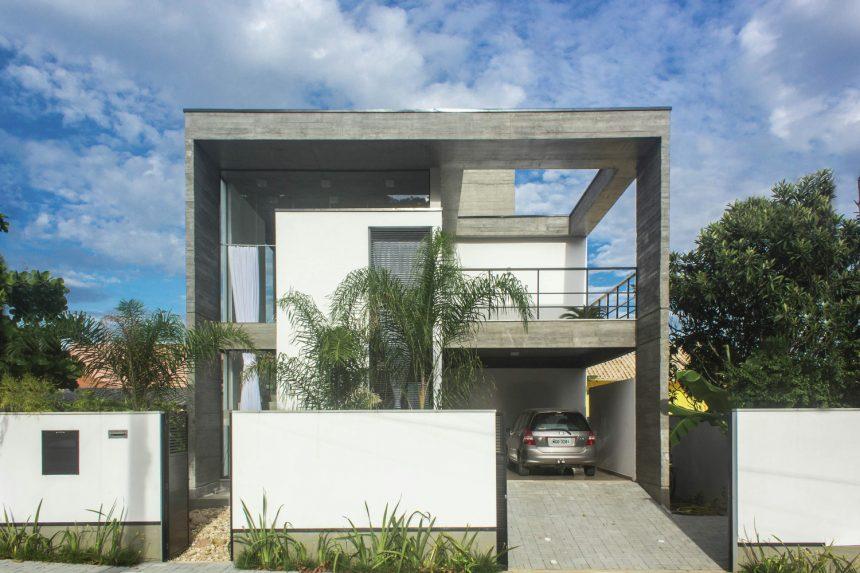 Casa E-10 PJV Arquitetura (Colaboração Projeto Estrutural Online) Foto: Larry Sestrem