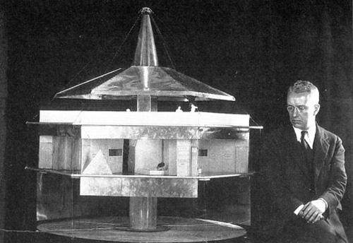 Bucky e o projeto da Casa 4D. Credito: Buckminster Fuller Institute
