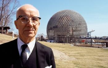 Bucky e o Domo Geodésico. Crédito: Buckminster Fuller Institute